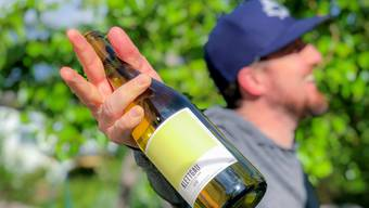 Sag Riiiesling: Der Rheinriesling von Markus Ruch kann sich auch ennet der Grenze sehen lassen. Im Hintergrund grünt ein Cidre-Baum.