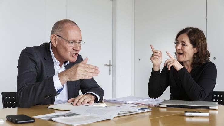 FDP-Präsident Stefan Nünlist und SP-Präsidentin Franziska Roth im Disput.