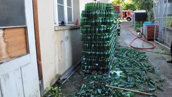 Bei der Öufi Bier Brauerei gerieten Paletten mit Flaschen in Brand.