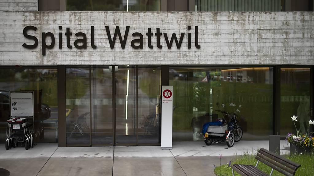 Das Spital Wattwil gehört zu den fünf Regionalspitälern im Kanton St. Gallen, die von einer Schliessung bedroht sind. Entscheiden wird der Kantonsrat im kommenden Frühjahr.