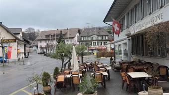 Von den sieben Restaurants sind in Lengnau noch drei geblieben: die «Trattoria Il Carpaccio» (links), die «Krone» und neu die «Schmitte De Finibus Terrae». dws
