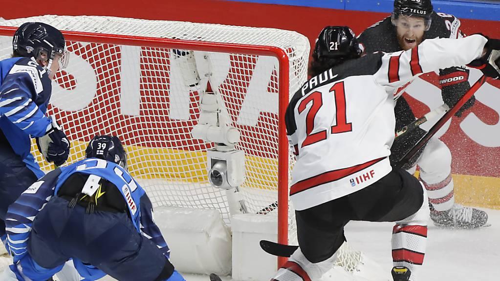 Nick Paul (Nr. 21) erzielt den Siegtreffer für die Kanadier.