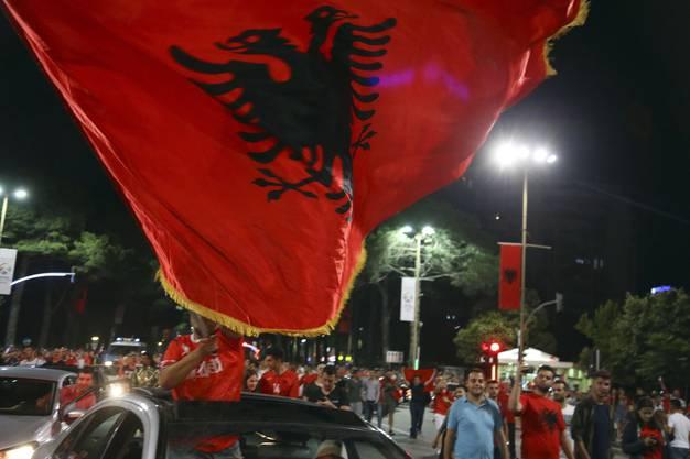 So schön jubeln die albanischen Fans in Frankreich.