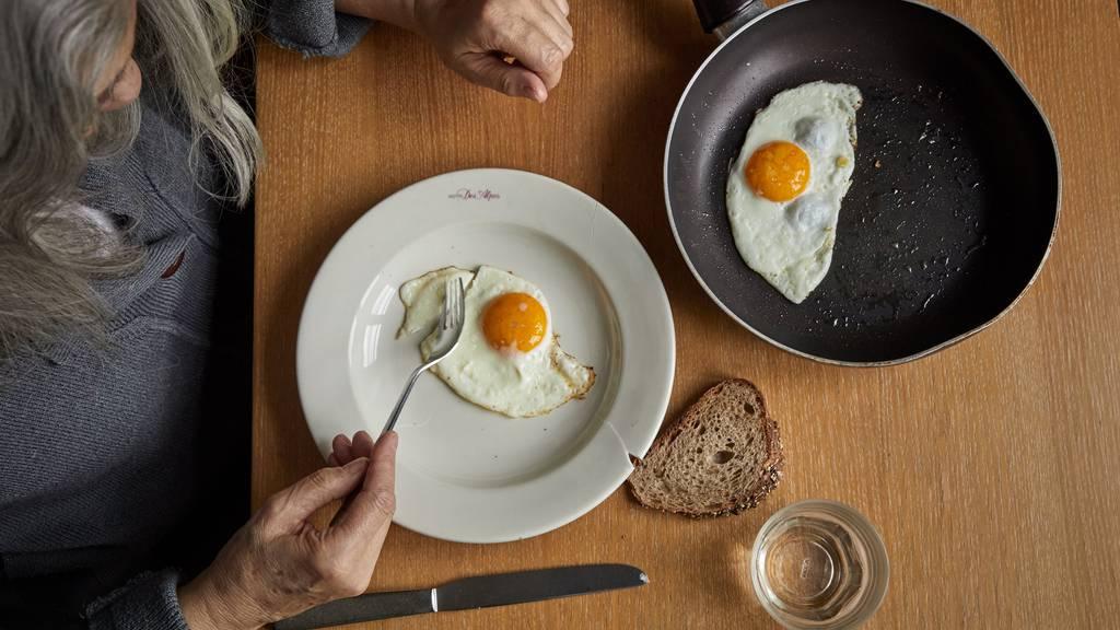So viele Eier isst ein Schweizer pro Jahr