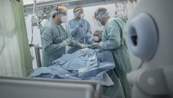 Italien und Spanien verzeichneten beide neue Höchststände bei den Todesfällen während der zweiten Welle.