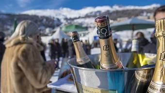 Da knallen die Champagnerkorken: die Schweizer bleiben beim Vermögen an der Spitze (Symbolbild).