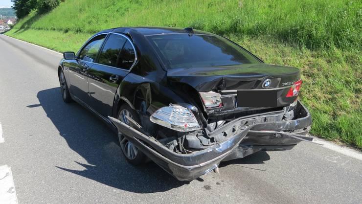 Ein BMW-Fahrer wollte in Hendschiken links abbiegen, musste aber wegen des Gegenverkehrs abbremsen.