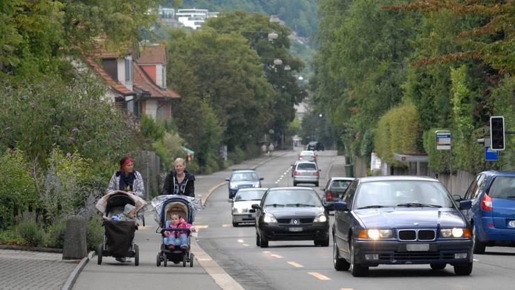 Der Verkehr auf den Kantonsstrassen (hier die Mellingerstrasse) belastet die Lebensqualität.