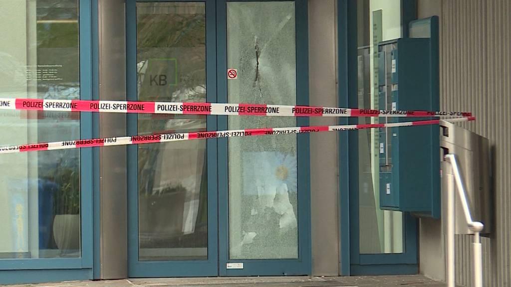 Unbekannte schiessen auf Gemeindehaus Oberentfelden