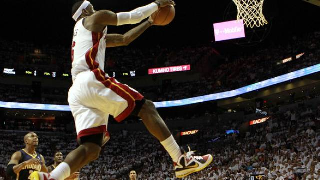 Überflieger LeBron James (Miami Heat)