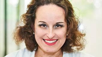 Estilla Maurer ist Gynäkologin und Endokrinologin. In Ihrer Praxis in Oerlikon behandelt sie Paare mit Kinderwunsch, Intersexuelle und Trans-Menschen.