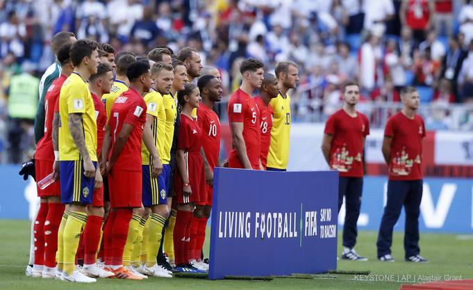 England und Schweden vor dem Anpfiff.