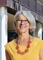 Mitte August 1987 startete die 64-Jährige als Lehrerin an der Sekundarschule Moosmatt in Urdorf. Nach 13 Jahren Unterrichtserfahrung vorwiegend in Sprachfächern übernahm sie zusammen mit Peter Camenzind die Leitung der Sekundarschule. Berufsbegleitend absolvierte sie im Jahr 2000 die einjährige Schulleiter-Ausbildung an der Pädagogischen Hochschule Zürich. 2009 verabschiedete sich ihr Kollege in den Ruhestand und Müller Blau amtete seitdem allein für die Sekundarschule. Sie hat einen erwachsenen Sohn und wohnt mit ihrem Ehemann in Rifferswil.