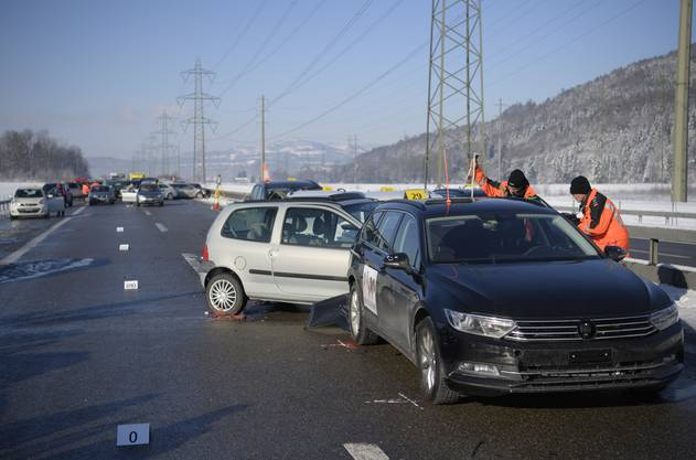 17 Personen verletzten sich, darunter drei Kinder.