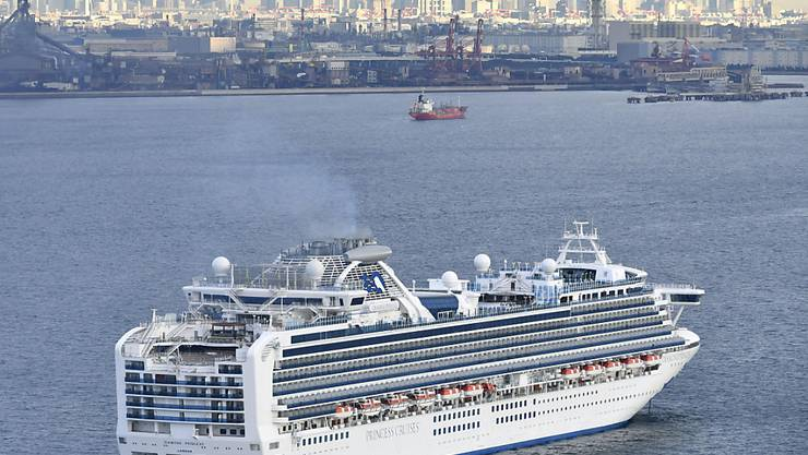 """An Bord des in Japan unter Quarantäne gestellten Kreuzfahrtschiffes """"Diamond Princess"""" sind zehn Fälle des neuen Coronavirus festgestellt worden."""