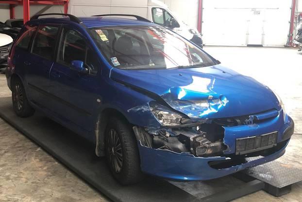 Winznau/Trimbach SO, 16. April: In Winznau und Trimbach ist ein blauer Peugeot 307 durch eine auffällige Fahrweise negativ aufgefallen. Der Lenker liess das Auto mit slowakischem Nummernschild dann auf einem Parkplatz stehen.