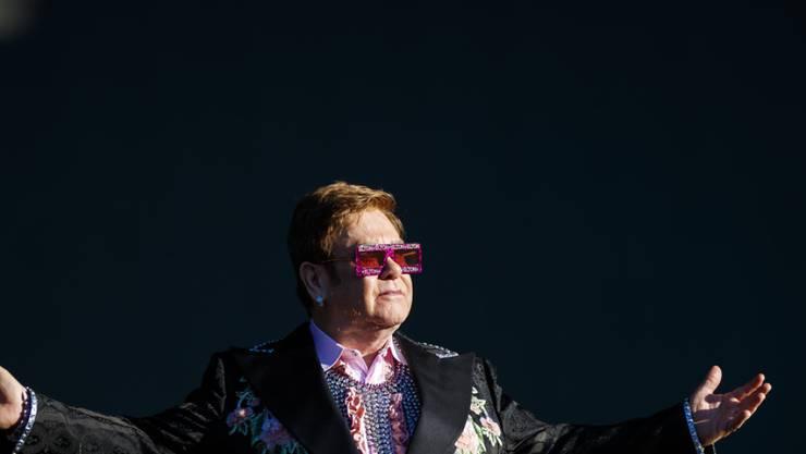 """Elton John will noch einmal """"goodbye"""" sagen: Am 6. Oktober 2020 gibt er im Zürcher Hallenstadion sein letztes Schweizer Konzert."""