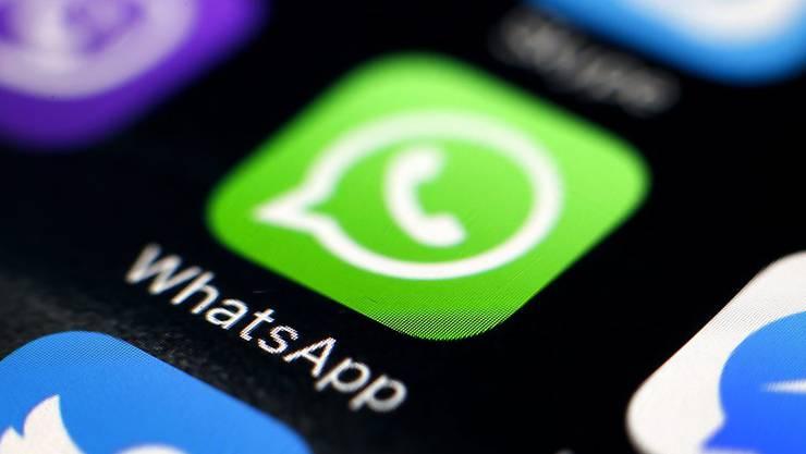 Microsoft, Apple, Google und andere haben schon seit längerem Apps für Video-Anrufe. Jetzt zieht auch der Messenger-Dienst Whatsapp nach. (Symbolbild)