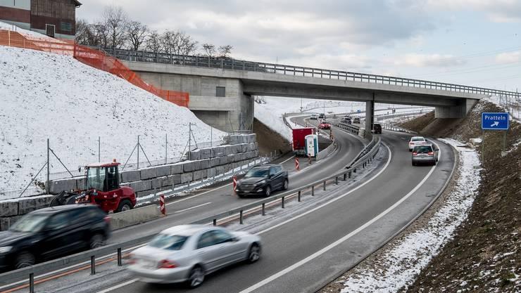 Hier muss die Einfahrt nach dem Hülften-Kreisel in Richtung Liestal verlängert werden.