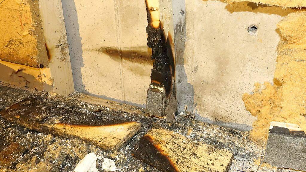 Bei einem Mottbrand in einem Wohnhaus in Glarus wurde am Mittwoch niemand verletzt. Abklärungen laufen, wie es zum Brand kam.