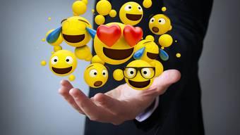 Die gelben Gesichter mit allerlei Gefühlsregungen sollen die Kommunikation im Büro effizienter und persönlicher machen.  Bild: Getty