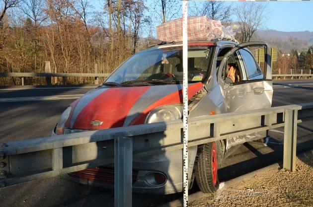 Der Lenker und seine Beifahrerin wurden beim Zusammenprall verletzt und mussten ins Spital gebracht werden.