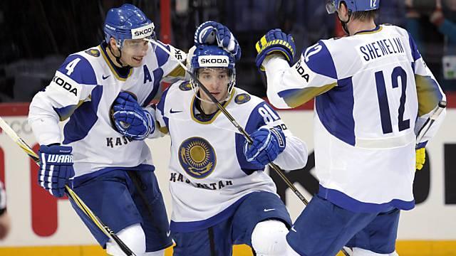 Die Kasachen freuen sich über den Punktgewinn gegen die USA