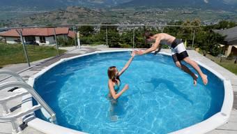 Billiger Plastikpool als Einsteigermodell: «Nach ein paar Jahren möchten viele einen versenkten Pool und kommen ins Fachgeschäft», sagt ein Poolbauer.