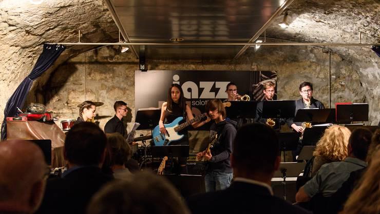 Ein Teil der Big Band von der Kantonsschule Solothurn am Konzert im «Sternen»-Keller.