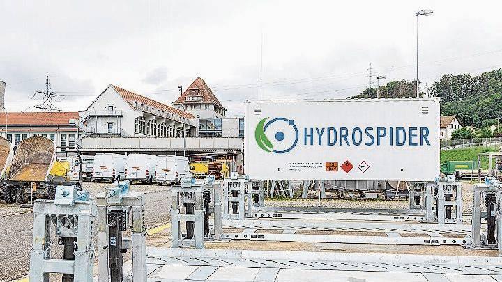 In dieser Anlage wird der komprimierte Wasserstoff in die Wechselcontainer gepumpt.
