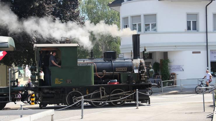 Damit es schönrauchte und lärmte, kam der Verein Historische Seethalbahn aus Hochdorf angereist.