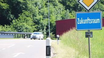 Ursprünglich war angedacht gewesen, dass Fusionsverträge Oberentfelden–Unterentfelden–Aarau, Suhr–Aarau und Densbüren–Aarau separat ausgearbeitet würden.