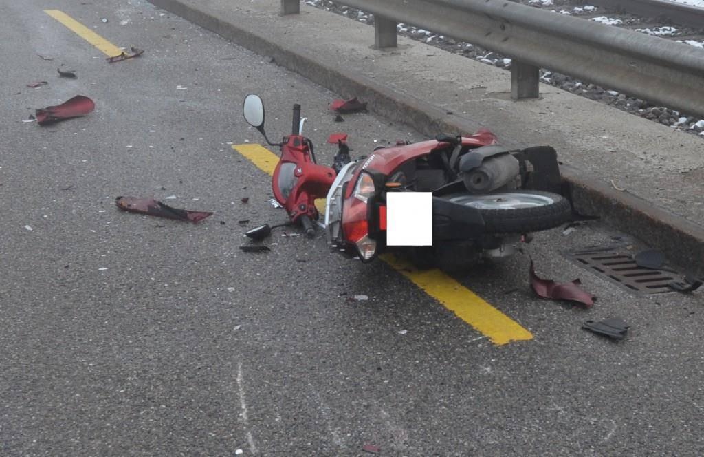 Eine Motorradfahrerin geriet in Teufen ins Rutschen und verunfallte. (© Kapo AR)