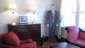 Blick ins Wohnzimmer von Donald Trumps Elternhaus, das man auf airbnb mieten kann. (Bild airbnb.ch)