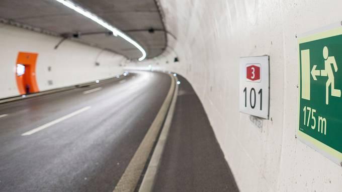 Dicht aufgefahren und rechts überholt: Ein Familienvater hatte es im Üetlibergtunnel eilig - das kommt ihn nun teuer zu stehen.