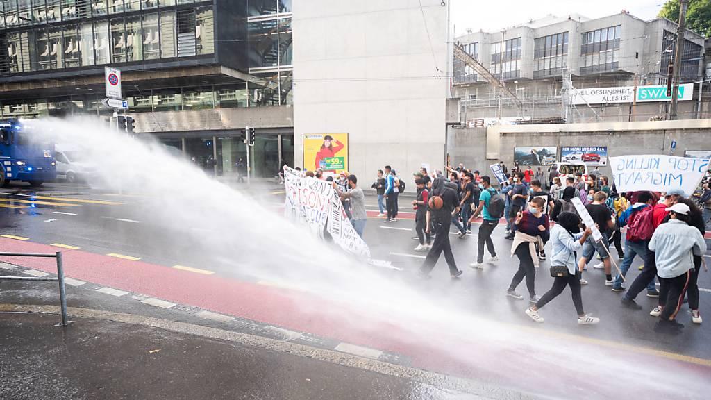 Aktivisten noch immer auf dem Bundesplatz