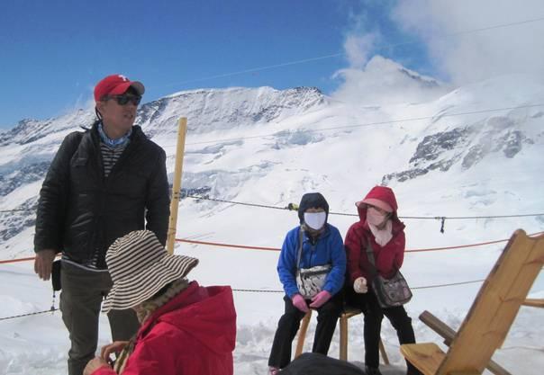 Atemberaubend: zwei (von ganz vielen) Asiaten auf dem Jungfraujoch