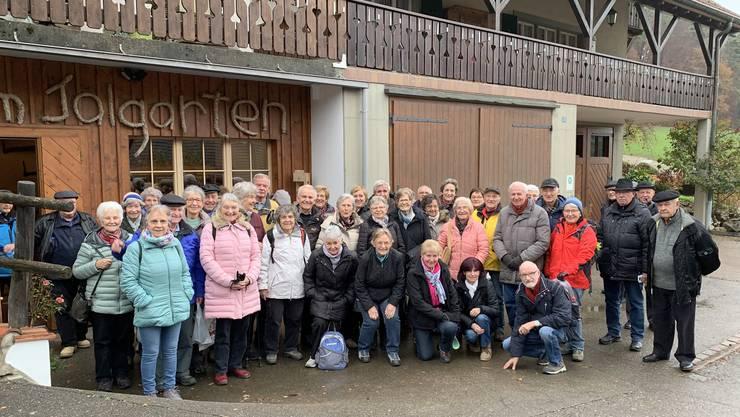 Gruppenbild mit ein Teil der 60 Teilnehmer nach dem ausgezeichneten Mittagessen.