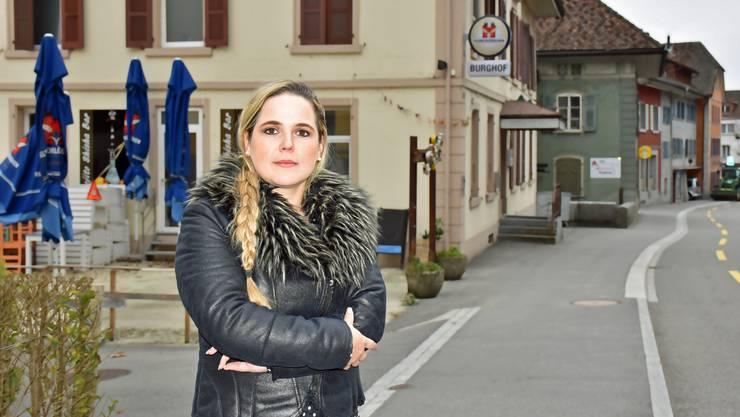 Das ehemalige Hotel Burghof in Aarburg ist Martina Bircher ein Dorn im Auge. Ein Privater vermietete winzige Zimmer an Flüchtlinge für 600 Franken pro Monat. Archiv