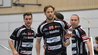 Daniel Baumann, Samuel Schneiter und Dominic Mucha (von links) jubeln über den klaren Sieg.