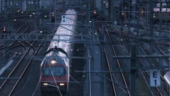 2035 sollen im Fernverkehr bis auf wenige Ausnahmen alle Züge im Halbstundentakt verkehren. (Symbolbild)