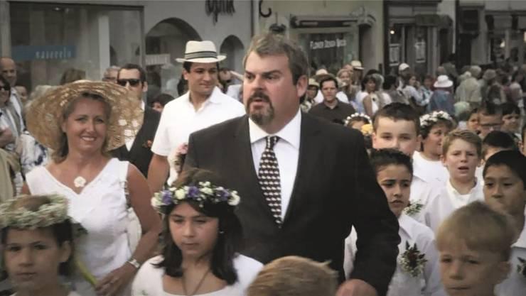 Volle Aarau-Dosis: Luc Conrad (Mike Müller) hatte sich am Maienzug 2013 unters Volk gemischt.