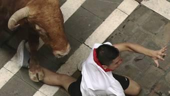 Aua: Bei der traditionellen Stierhatz in Pamplona sind bereits mehrere Menschen so schwer verletzt wurden, dass sie ins Spital mussten.
