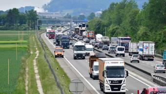 Die A1 im Gäu, wo im Sommer bereits die Bauprofile für den Sechsspur-Ausbau zu sehen waren.