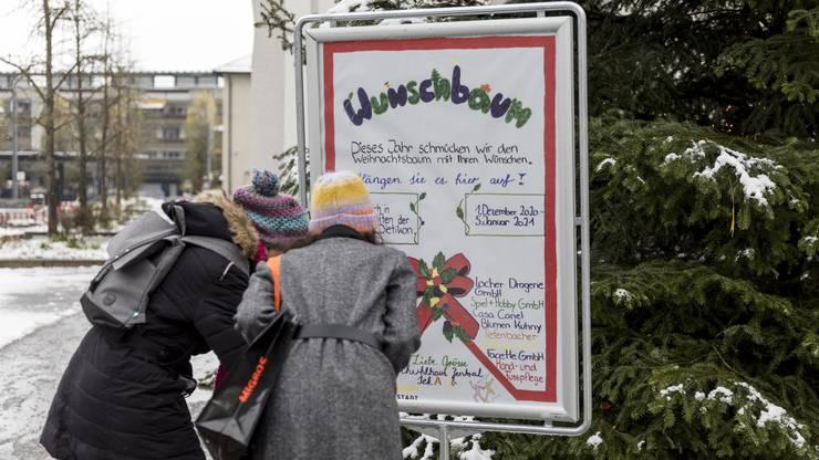 Nicht nur die Wunschkarten, sondern auch Plakate und Flyer erstellten die Schüler selber – auch in ihrer Freizeit.