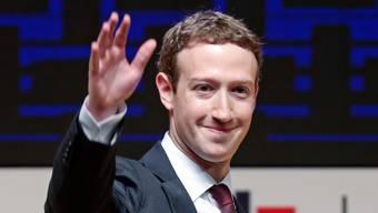 «Digital-Schnuderbub»: Mark Zuckerberg sei daran, die digitale Welt zu übernehmen, schreibt Peach Weber in seiner Kolumne.