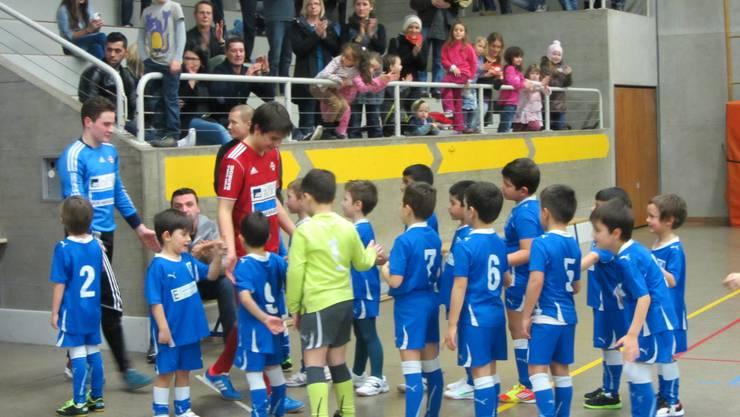 Der Einmarsch vom Sieger FC Memmingen 2016