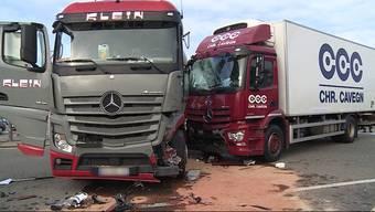Beim Grenzübergang in Stein ist es zu einem schweren Unfall der beiden Lastwägen gekommen.