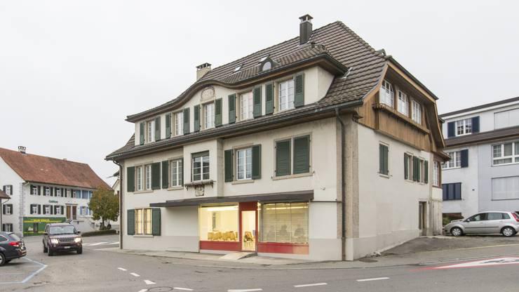 Das Besucherzentrum liegt im Dorfkern von Lengnau neben der Synagoge.