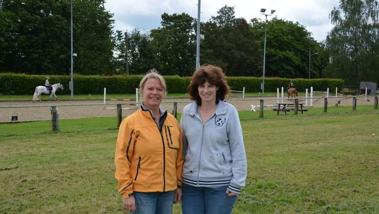 Charlotte Keller und Sybille di Lorenzo (v.l.) hoffen auf eine trockene Phase während der Pferdesporttage.